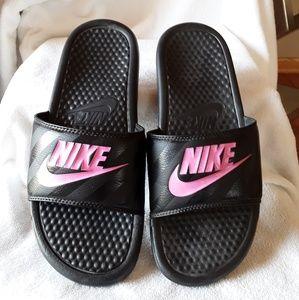 Nike slides😀😀😀